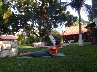 Morning yoga in the garden, Amigos hoste